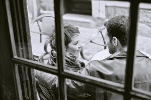 Chloé et Alexandre séance engagement rue du gros horloge rouen photographe de mariage ludivine fleury