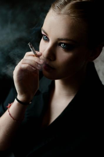 Chloé séance photo fumeuse photographe de rouen ludivine fleury